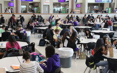 Students abide by the new lunchtime procedures. Photo by Nicholas Alvarez.